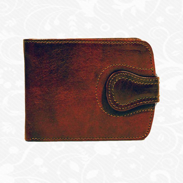 Praktická kožená peňaženka UNISEX vyrobená z prírodnej kože. Kvalitné spracovanie a talianska koža. Ideálna veľkosť do vrecka a značková kvalita pre náročných. Overená kvalita pravej kože. Peňaženka sa vyznačuje vysokou kvalitou použitých materiálov a ich precíznym spracovaním.  http://www.vegalm.sk/produkt/kozena-penazenka-c-8467/