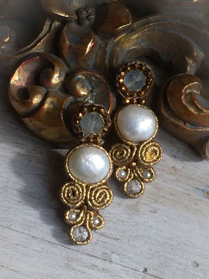 Handmade golden soutache, pearls, fluorite and hematite baroque earrings.