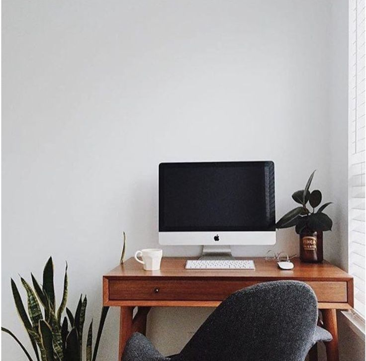 Great use of the west elm - midcentury desk