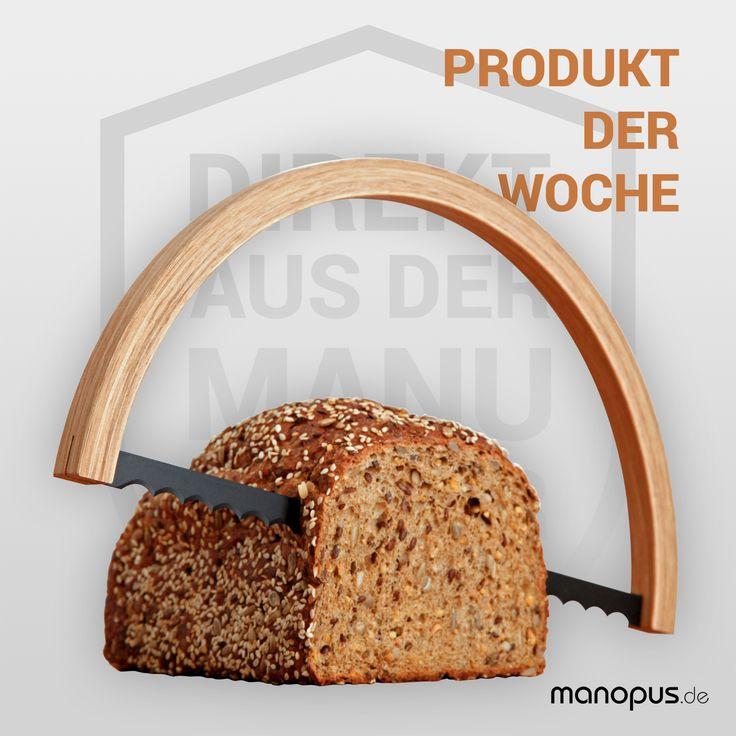 Unser Produkt der  Woche: Die Brotsäge von Bächer Bergmann Eigentlich liegt das Hauptaugenmerk der Tischlerei Bächer Bergmann ja auf hochkomplexen und computergestützten Fertigungsprozessen, die vor allem bei Großprojekten gefragt sind.  Mit der Brotsäge haben die Tischler aber ein, wenn auch einfaches, so doch besonders charmantes Produkt auf manopus.de im Angebot: Mit der Brotsäge kommt schon beim Frühstück Handwerks-Feeling auf. Eine tolle Geschenkidee für passionierte Heim- und…