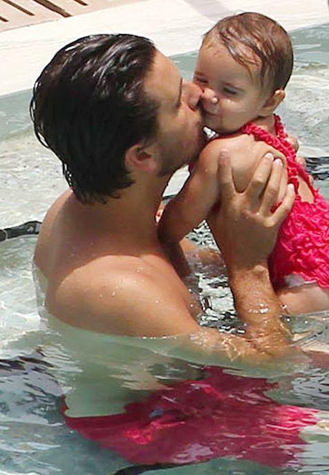 Scott Disick gives little Penelope a kiss.  #TooCute <3