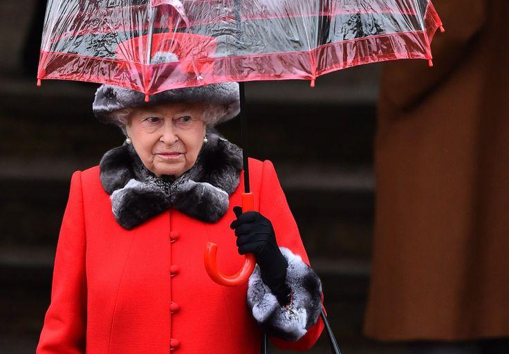 Britannian kuningatar Elisabet on korostanut kristillistä uskoa perinteisessä tv-puheessaan.