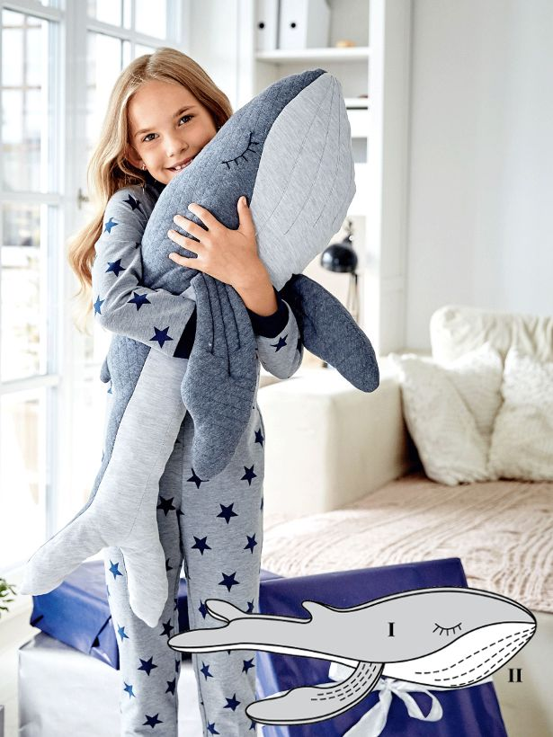 This one is tough to let go once you've got it – though you don't have to! The jersey snuggly whale toy with embroidered eyes can be a snuggling companion, a decorative touch or even a draft stopper. #burdastyle #diy #sewing #toy