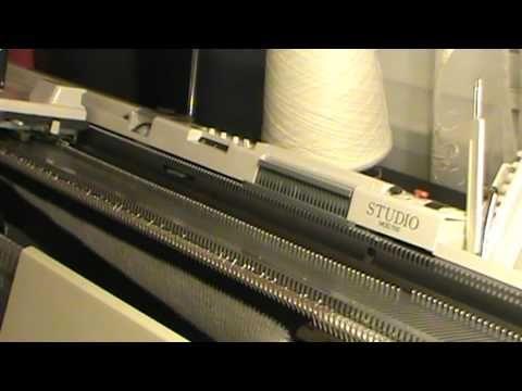Это видео о том как вязать юбку укороченными рядами.