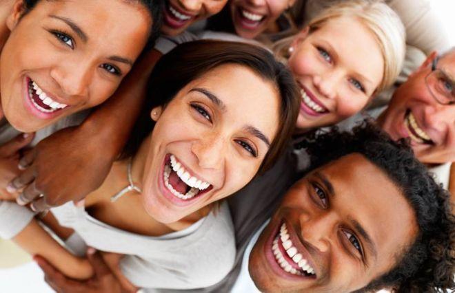 Лечитесь смехом от врагов -  Смеяться их учите.  Лечите смехом дураков,  И…
