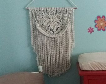 Gota Suave: Macrame Weave Wall Hanging by TheKnotGardenYYC on Etsy
