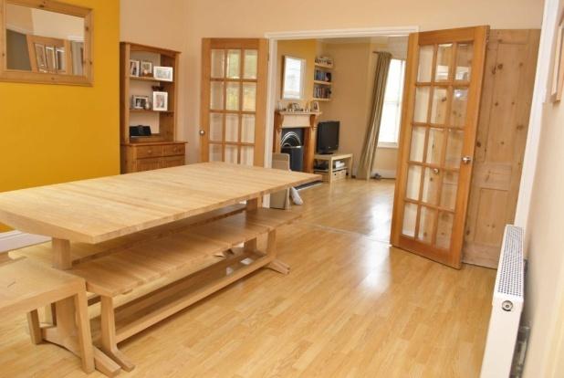 Open plan doors between lounge & dining room