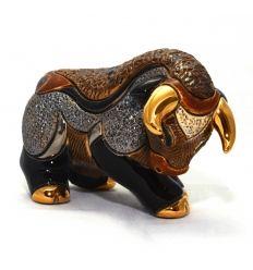 Toro esculpido y pintado a mano, con acabados de oro de 18 Kt y platino. Un regalo perfecto! De www.ekleipsis.com