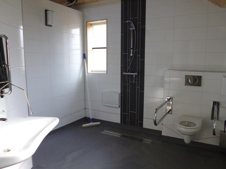 minder valide douche ruimte in sanitair / toiletgebouw op camping in Drenthe.