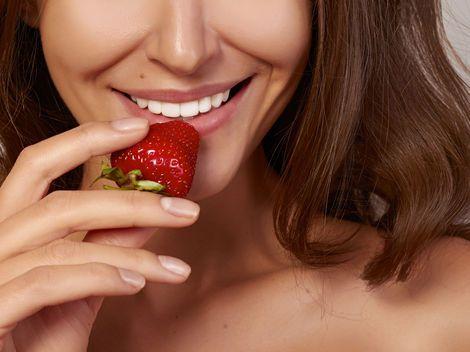 Krásne, biele a žiarivé zuby sú snom každej ženy.