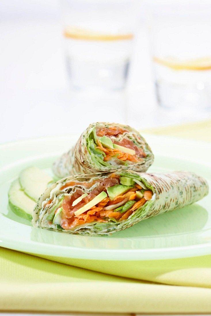 Wraps mit Avocado und Lachs | Zeit: 35 Min. | http://eatsmarter.de/rezepte/wraps-mit-avocado-und-lachs