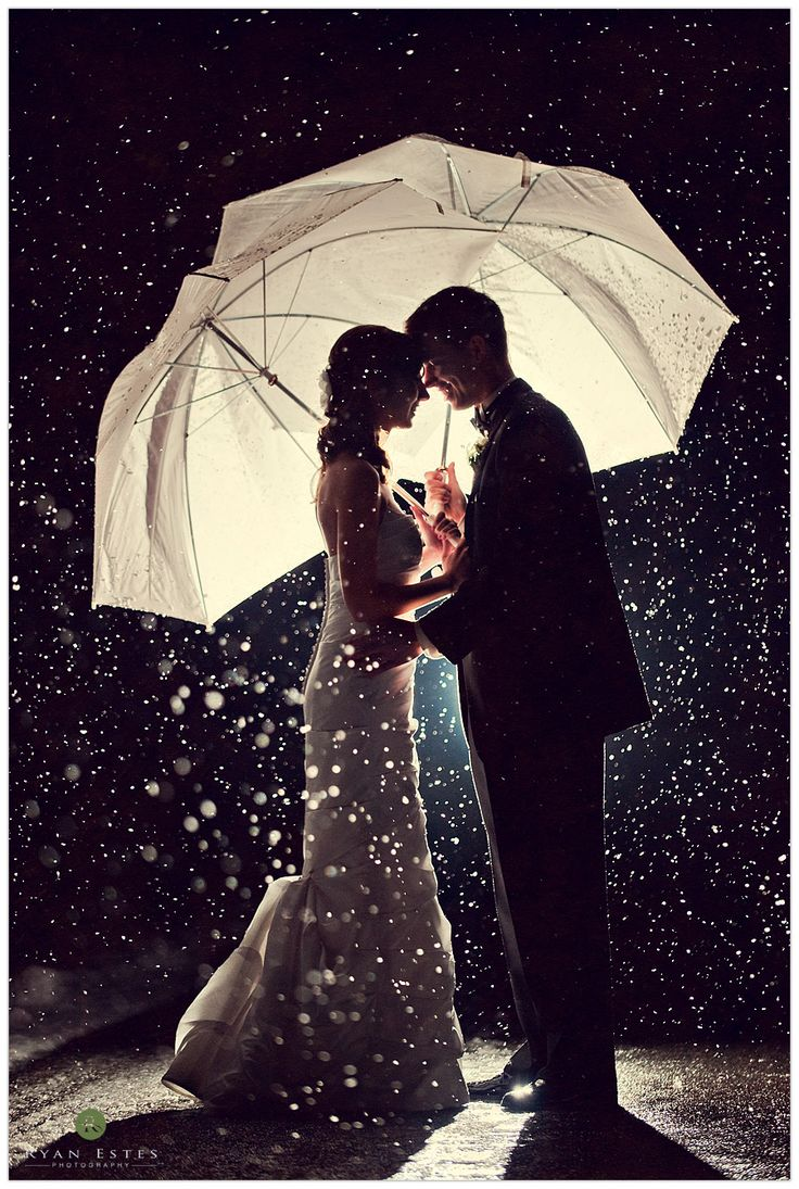 I kind of want it to rain on my wedding day, just so I can have a picture like this.