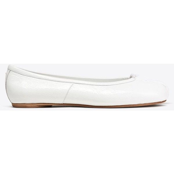 Maison Margiela 22 Ballet Flats ($720) ❤ liked on Polyvore featuring shoes, flats, white, round toe ballet flats, white shoes, ballet shoes, ballet flats and white ballerina flats