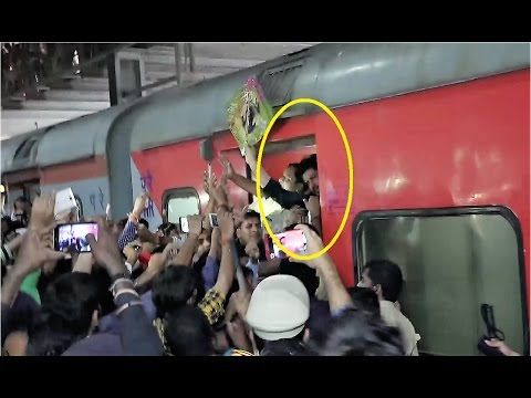 WATCH Huge Crowd gather to see Shahrukh Khan at Mumbai Central Railway Station. Click here to see full video >>> https://youtu.be/qLBvmZfeJWQ #shahrukhkhan #bollywood #bollywoodnews #bollywoodnewsvilla
