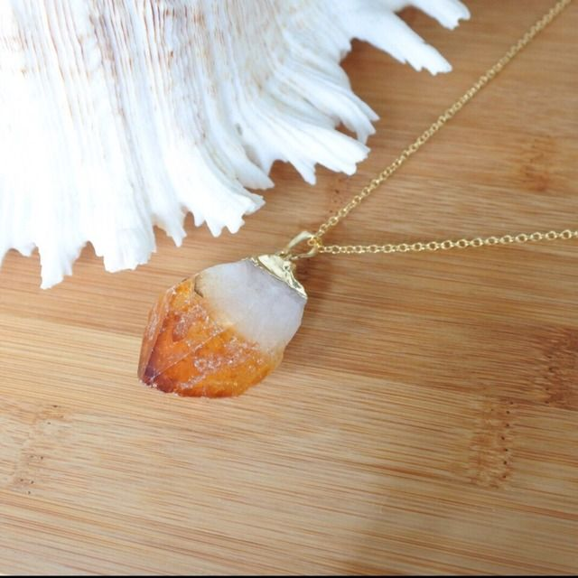 Row Citrine stone pendant top with a gold plated, a chain is 18k gold filled. Gem tone necklace.   Size of Pendant top; approx. 4cm*2.5cm   天然石 18kgfシトリンネックレス | launa