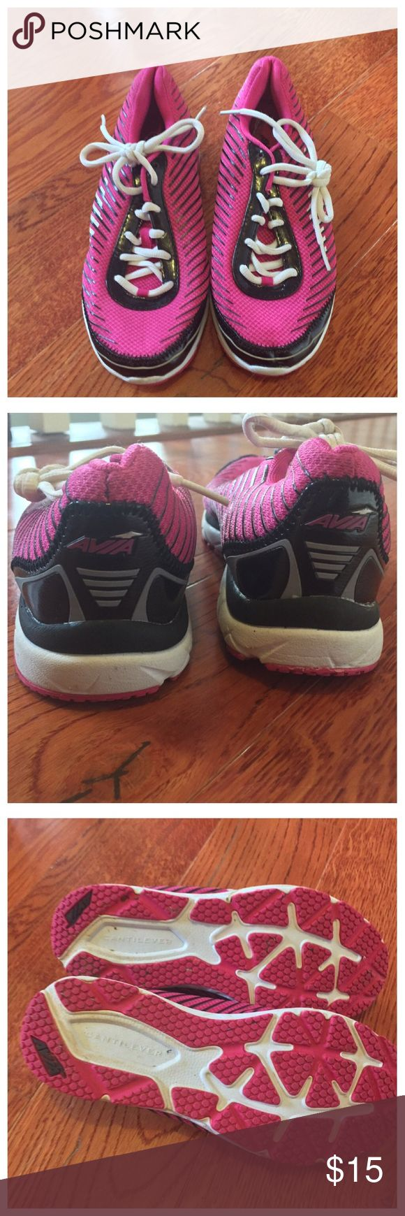 Avia Size 6 Women's Cantiliver Shoes In good preowned condition. No holes. No rips. No tears. Avia Shoes Athletic Shoes