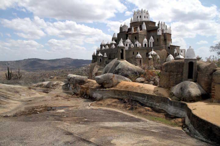 Interior do Rio Grande do Norte abriga castelo inusitado