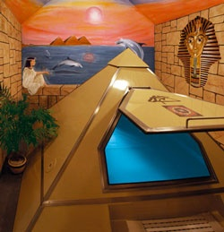 .pyramid float tank                                                                                                                                                                                 Mais