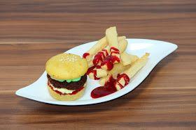 Burger-Muffins mit Keks-Pommes und Himbeer-Ketchup