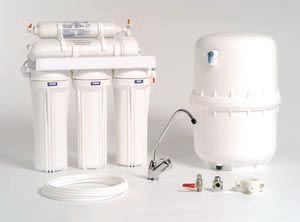 Sistema de Ósmosis Inversa... Sistema de purificación de aguas, conectado directamente al grifo de su cocina. Discreto, elegante y saludable