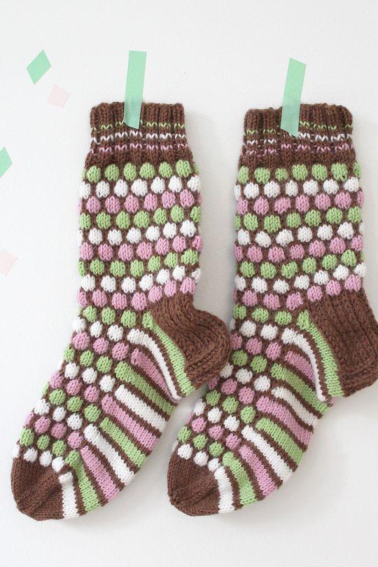 Ranskanpastilli-sukat Novita 7 Veljestä | Novita knits Finland