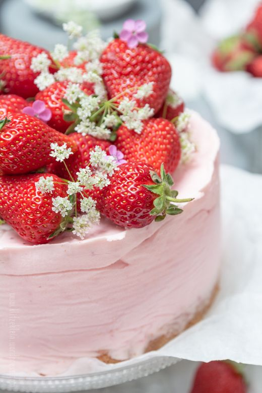 semifreddo strawberry cheesecake
