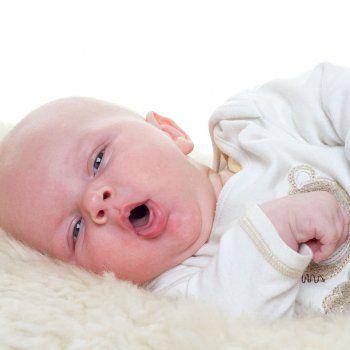 Cómo curar la tos seca o ¡perruna' de los niños, conocida entre los médicos como tos crup. Te damos algunos consejos para curar esta tos que se suele dar por la noche.
