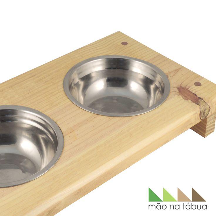 Comedor e bebedor de cachorro. Peça diferenciada.  Feita com pínus e tijelas de inox. Acabamento impecável.
