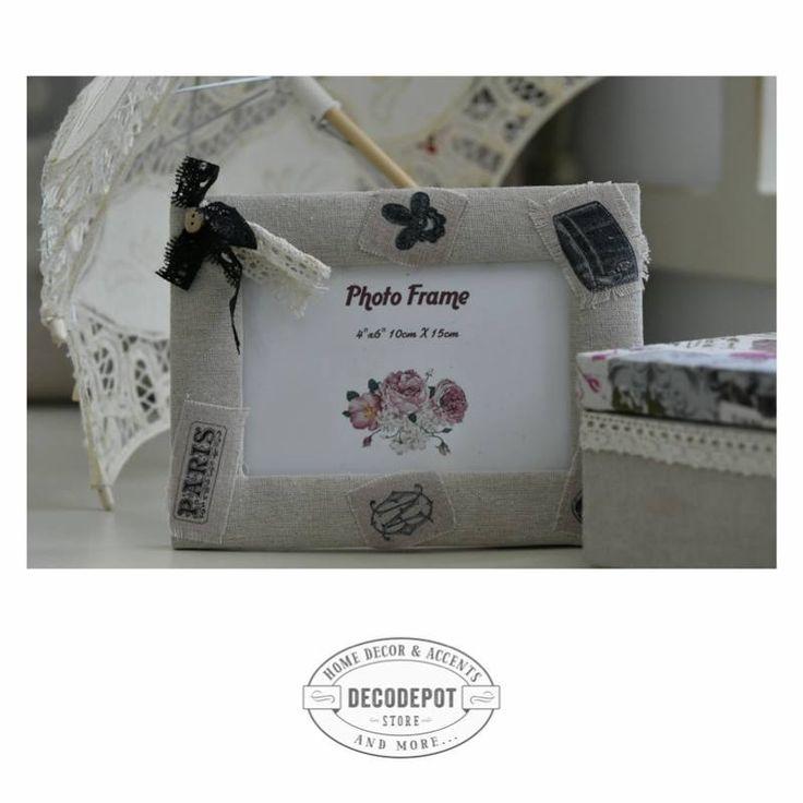 Ramă foto îmbrăcată în material alb şi cu fundiţe negre. Photo. Frame. Cute. White. Black ribbons. DecoDepot. Braşov.