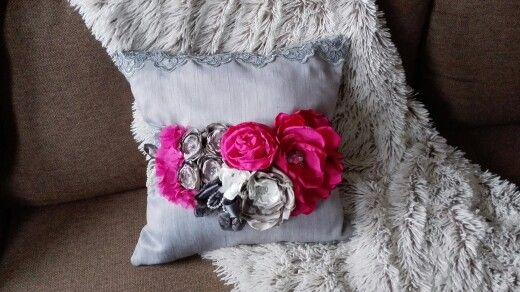 pinkish gray cushion 50 Eur