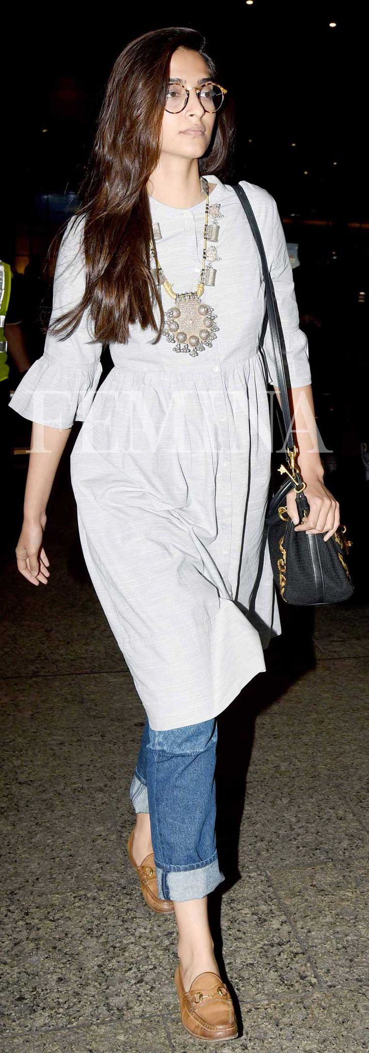 If you are thinking of adding a neutral accessory to your wardrobe, then look to our Bollywood divas for some inspiration. This season, fashion's It girls have shown us the power of tan accessories.