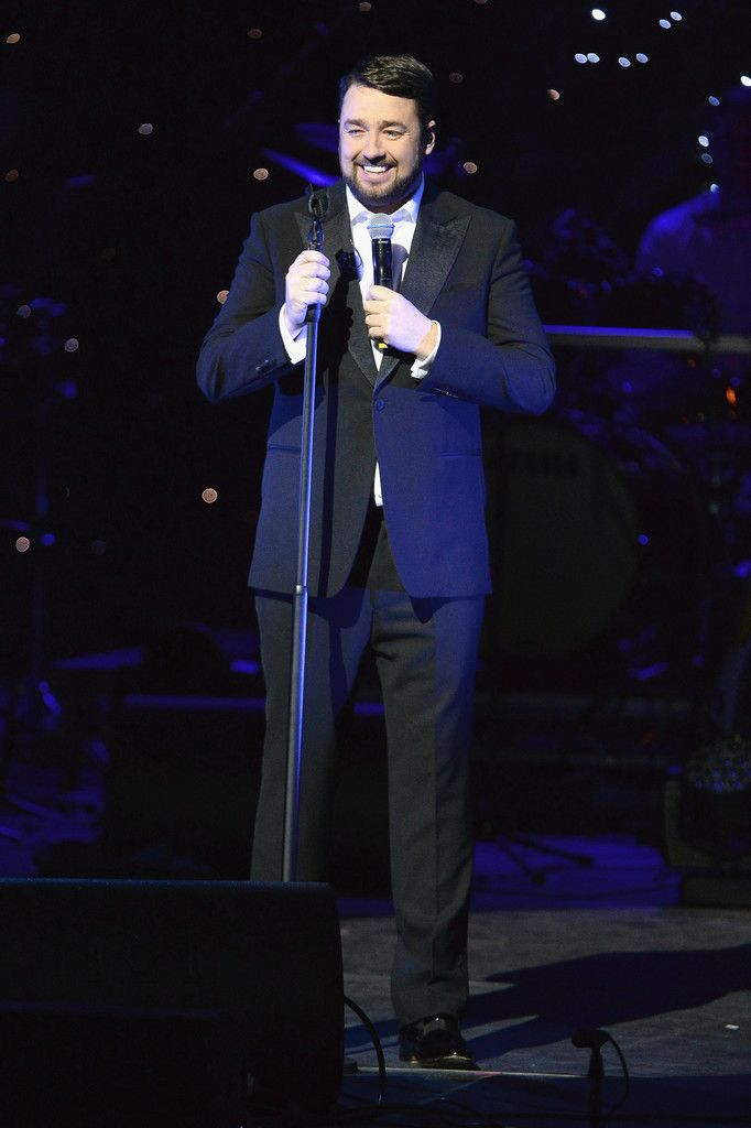 Jason Manford performs at Magic FM's Magic of Christmas concert in London 171126 #JasonManford #MagicofChristmas