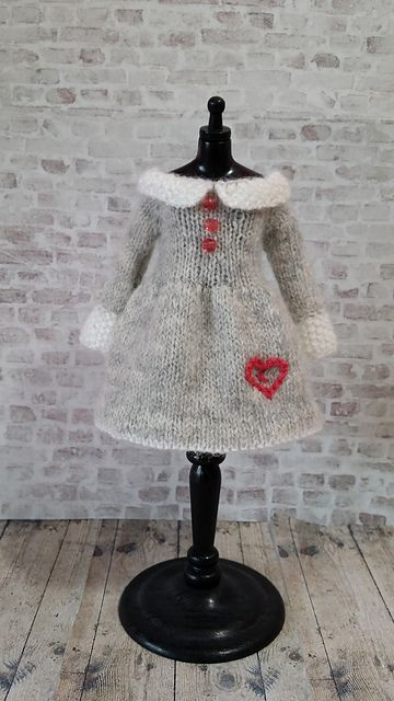 "Ravelry: Lots of Love dress for 12"" Blythe pattern by Jane Pierrepont"