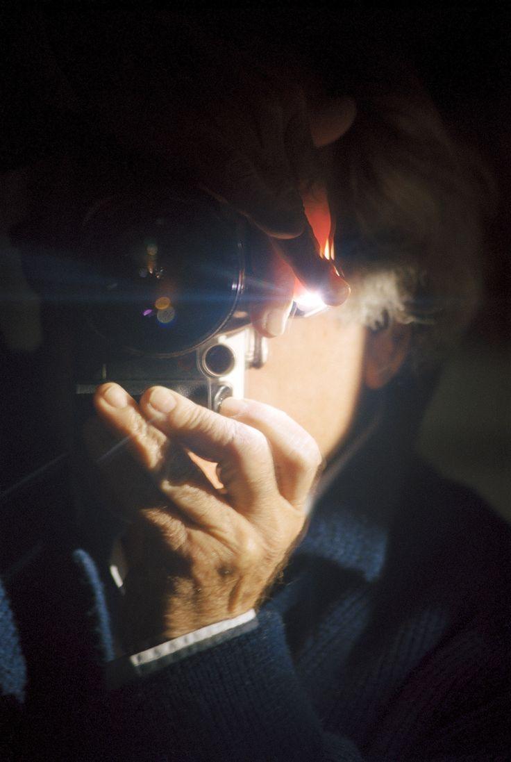"""Self-portrait of French philosopher Jean Baudrillard, 2000   Desde la perspectiva de inversión de sujeto y objeto, levantó nuevos conceptos y actitudes en la  fotografía, descartando la proyección subjetiva del fotógrafo, descartando los  temas, las visiones del mundo y estilos, """"desmantelando el significado y el contexto de los alrededores del objeto"""" co Desde la perspectiva de inversión de sujeto y objeto, levantó nuevos conceptos y actitudes fotografía, descartando proyección subjetiva…"""
