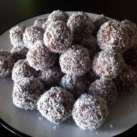 Cocos Balls. Without any complicated kitchen procedures. :-)