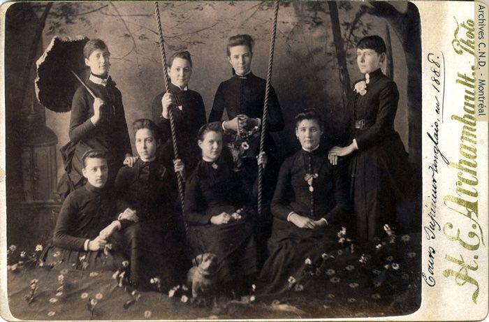 1888 - Étudiantes au cours supérieur d'anglais dispensé par les soeurs de la Congrégation-de-Notre-Dame