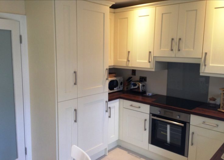 Painted contemporary kitchen in Dublin by Newhaven Kitchens, Carlow