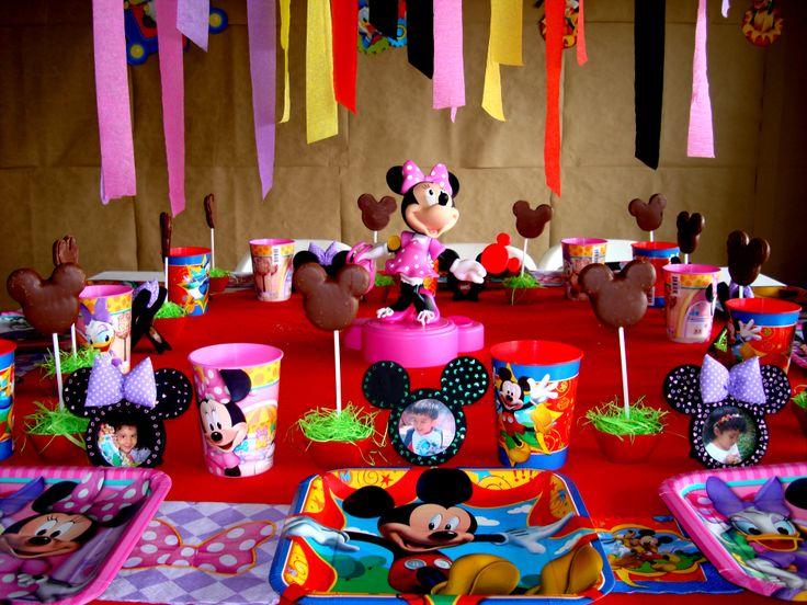 En una fiesta de personajes , recuerda cuál es el protagonista de la fiesta y destaca su papel dentro de la decoración.