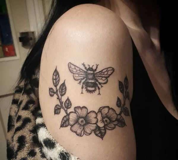 Tatuaż Pszczoła Znaczenie Symbolika 32 Zdjęć Pomysł Na