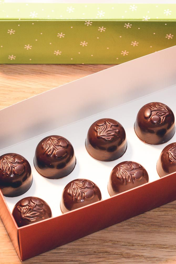 Fyldte chokolader med karamel opskrift