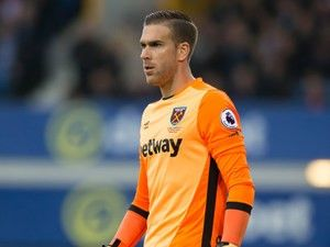 Report: Malaga keeping tabs on West Ham United goalkeeper Adrian