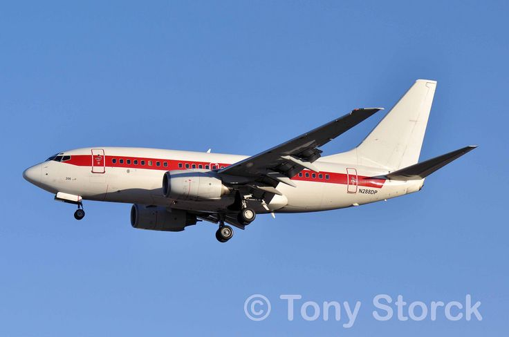 https://flic.kr/p/RD8rTW | N288DP | Boeing 737-600 N288DP on short final for Runway 01R at LAS.