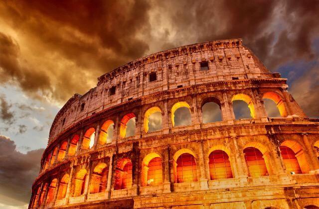#Colosseo in #Rome, the biggest amphitheatre ever built.  Il #Colosseo a #Roma, il più grande anfiteatro mai creato.