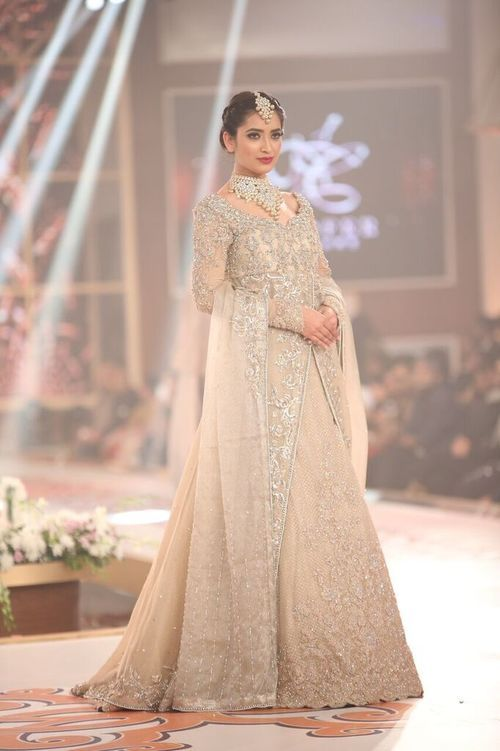 Nilofer Shahid Telenor Bridal Couture Week 2015 4.jpeg
