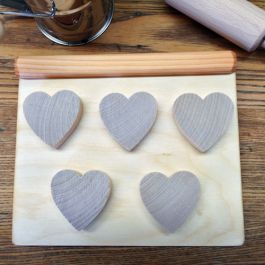 Wooden Toy Cookie Sheet and Heart-Shaped Cookies. So much fun for budding bakers!Cookies Sheet, Bud Bakers, Heartshape Cookies, Baking Sheet, Heart Shapped Cookies, Baking Trays, Wooden Toys, Toys Cookies, Plays Kitchens Accessories