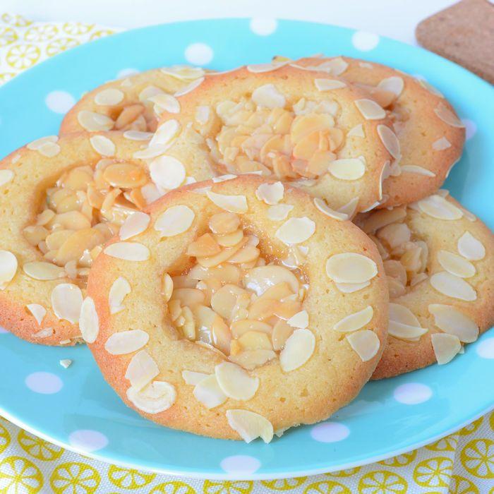 Ben jij bekend met romeo's? Het zijn een brosse koekjes met een knapperige amandelvulling. Het recept voor romeo koekjes vind je hier!