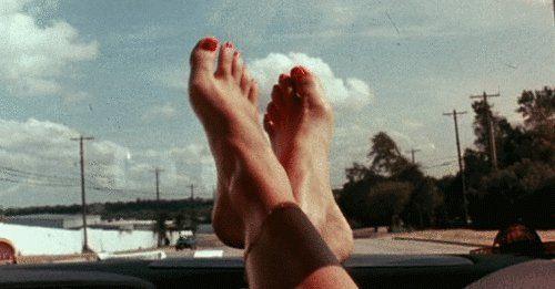 Apoya tu pies en la ventana del coche – #Apoya #coche #del #en #la #pies – – –