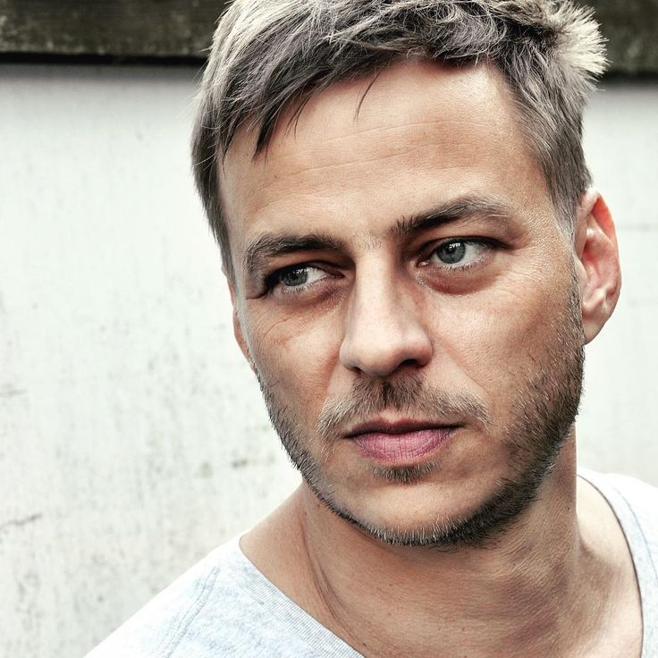A man has a beautiful eyes… Another beautiful portrait of Tom Wlaschiha by André Röhner! Enjoy!