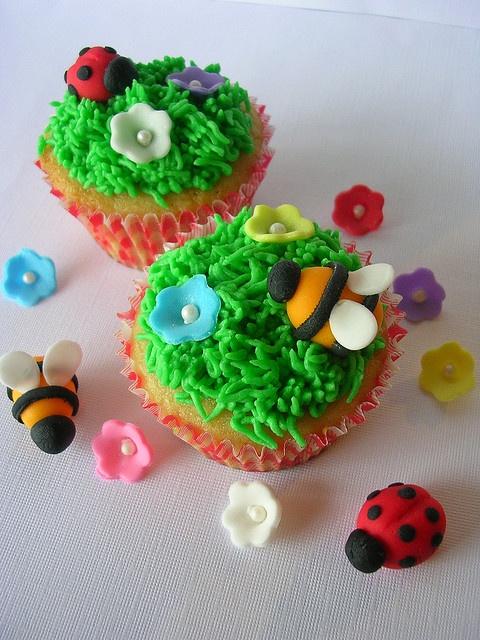 ladybug cupcakesLadybug Cupcakes, Ladybugs Cupcakes, Candies Ladybugs, Bees Cupcakes, Make Flower, Sheet Cake, Lady Bugs, Cupcakes Ladybugs, Yummy Cakes