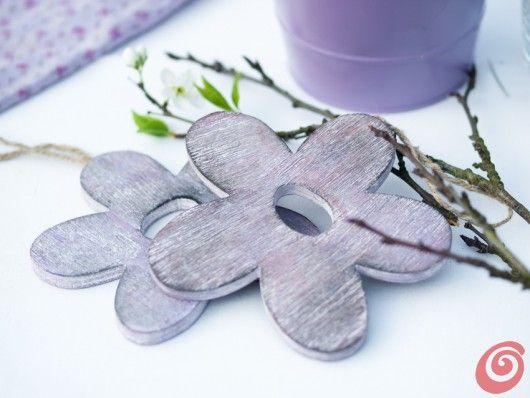 L'idea per la decorazione pasquale che punta su addobbi in lilla e festoni al…